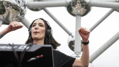 Près de 3000 spectateurs pour le DJ set d'Amelie Lens à l'Atomium (vidéo)