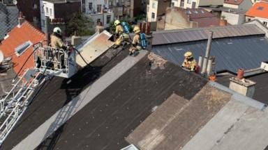 Anderlecht : les pompiers démontent une partie d'un toit suite à un incendie