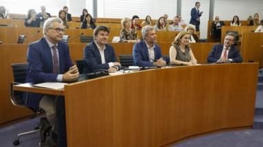 Les ministres ont prêté serment : voici le casting complet du gouvernement bruxellois