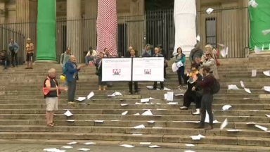 """Le mouvement """"Droit à un toit"""" attire l'attention du prochain gouvernement bruxellois devant la Bourse"""