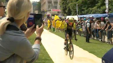 Tour de France : les supporters au plus près des coureurs pour la 2e étape