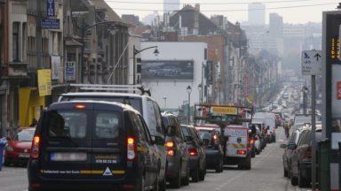 Mobilité : le projet de taxe kilométrique suscite un tollé de réactions courroucées