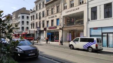 Des parties de façade menacent de s'effondrer sur l'avenue Louise à Bruxelles