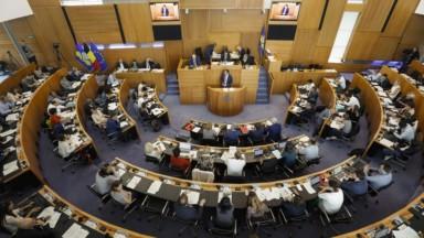 """Gouvernement bruxellois : l'opposition dénonce """"l'immobilisme"""" du nouvel effectif"""
