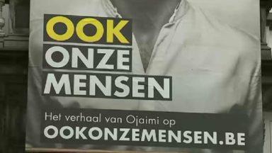 """""""Ook onze mensen"""" : des affiches du Vlaams Belang détournées souhaitent la bienvenue aux réfugiés"""
