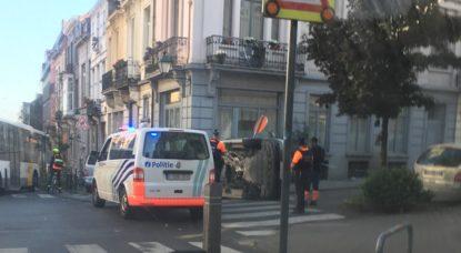 Voiture sur le flanc - Rue de la Victoire Saint-Gilles