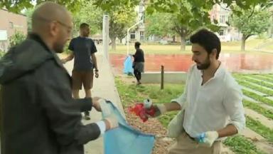 Des bénévoles nettoient une fois par mois les rues de Saint-Gilles et appellent à plus de propreté
