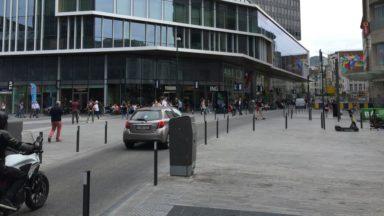 Piétons, vélos, voitures… Qui a la priorité dans les rues qui traversent le piétonnier?