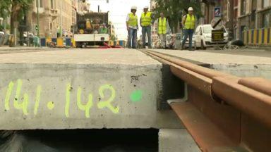 De nouveaux rails de trams préfabriqués installés sur l'avenue Brugmann