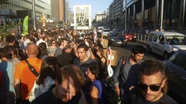 """Afterwork """"qualité de l'air"""" sur la rue de la Loi : près de 700 personnes ont participé"""