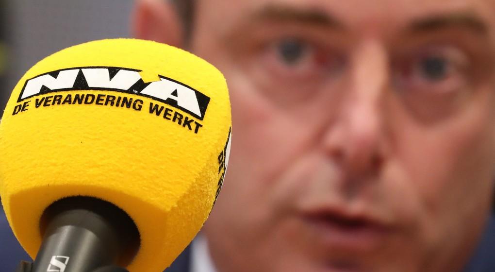 Bart De Wever Flou - Micro N-VA - Belga Benoît Doppagne