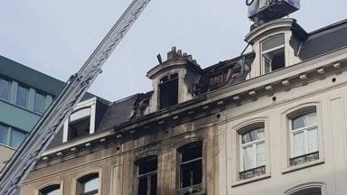 Deux départs de feu détectés dans l'immeuble incendié du boulevard Émile Jacqmain