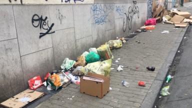 Un chantier empêche le ramassage des poubelles à Porte de Namur