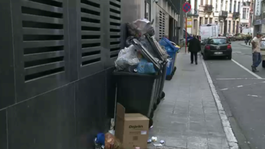 Ixelles: la rue de Stassart croule sous les ordures