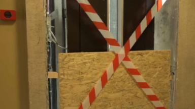 Ascenseurs en panne au Foyer schaerbeekois depuis 3 semaines : jusqu'à 8 étages à monter à pied