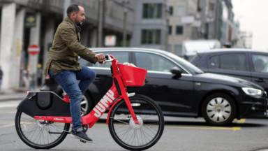 Molenbeek : polémique politique suite à la décision de Uber de retirer ses vélos Jump