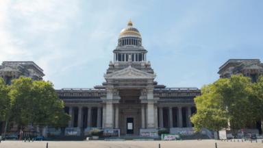 Un youtubeur bruxellois a retiré les échafaudages du Palais de Justice