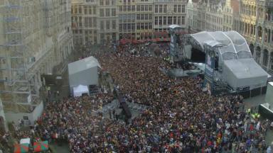 Plus de 10.000 personnes sur la Grand-Place et la place De Brouckère pour le concert d'Angèle et de ses invités