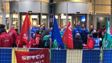 Une action syndicale devant le siège d'Axa à Bruxelles