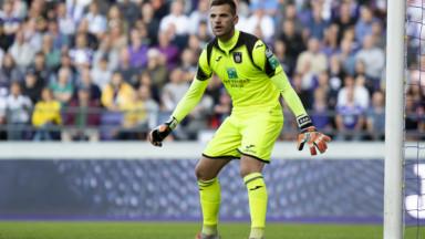 Qualifications à l'Euro 2020 : le gardien d'Anderlecht Hendrik Van Crombrugge remplace Koen Casteels