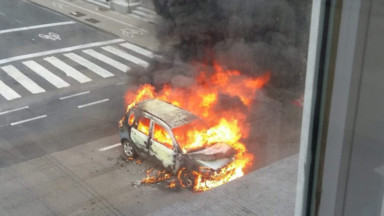 Une voiture en feu rue Belliard suscite de gros embarras de circulation