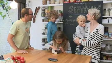 Consommation : cette famille bruxelloise de trois enfants n'a rien acheté de neuf depuis 9 mois