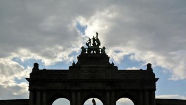 Cinquantenaire : les arcades et les façades des musées bientôt mises en lumière
