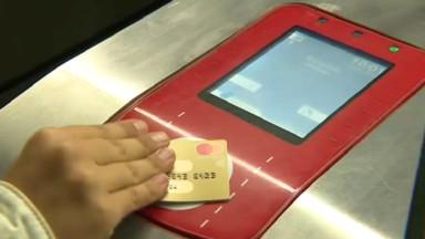 Dès 2020, la Stib va permettre le paiement par carte de banque sans contact