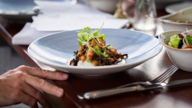Trois restaurants bruxellois invitent les jeunes à découvrir la gastronomie flamande, en octobre