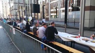 Un petit déjeuner était organisé sur le rue de la Loi en ce dimanche sans voiture