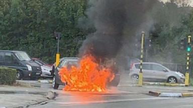 Une voiture s'enflamme sur la chaussée de Ninove à Dilbeek