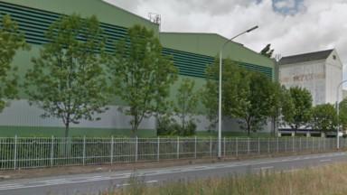 Le toit d'une entreprise de transformation de farines à Haren parti en fumée