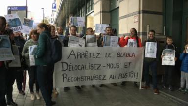 Elèves, parents et personnel manifestent pour la rénovation de l'Athénée de Ganshoren, en piteux état