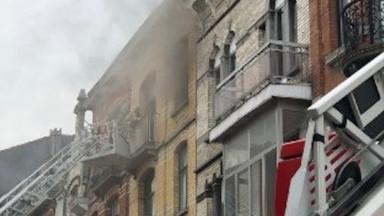 Schaerbeek : incendie dans une cuisine, les deux personnes réfugiées sur le toit ont été secourues