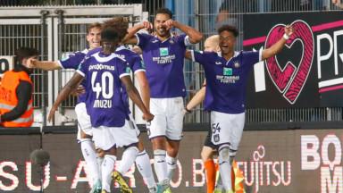 Anderlecht décroche sa première victoire en déplacement face à Charleroi (1-2)