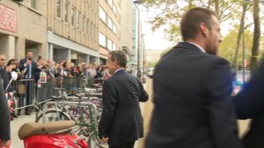 Sarkozy attendu par la foule à l'occasion de la présentation de son dernier livre