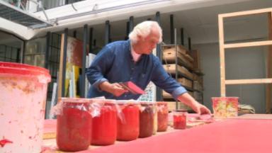 L'artiste peintre Yves Zurstrassen nous ouvre les portes de son incroyable atelier à Uccle