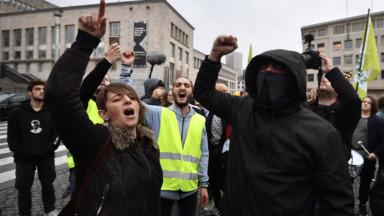 Environ 300 personnes ont manifesté contre les violences policières à l'encontre des militants pro-climat