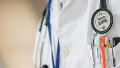 Des médecins vont en justice pour dénoncer la stratégie de vaccination