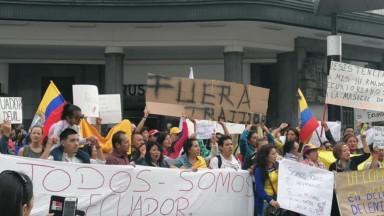 Rassemblement devant Bruxelles-Central pour protester contre la politique équatorienne du président Moreno