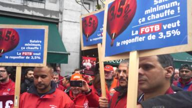 Bruxelles : La FGTB manifeste à la FEB pour trouver un accord sur le salaire minimum