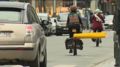 Le GRACQ demande de respecter une frite de distance en doublant un cycliste