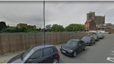 Deux véhicules incendiés sur un terrain vague à Anderlecht, dix personnes évacuées