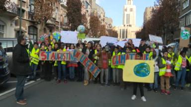 Forest : quelque 1000 élèves de maternelle et primaire marchent pour l'environnement