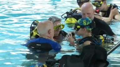 Baptême de plongée au centre Nemo 33 pour des jeunes malvoyants ou aveugles