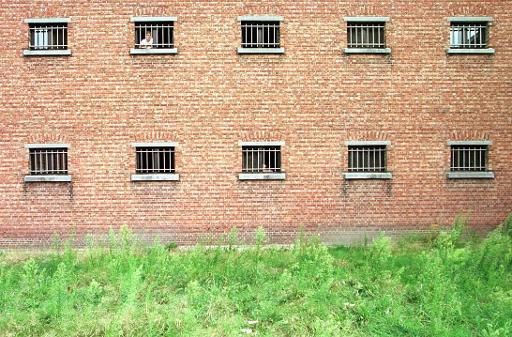 Cinq détenus s'évadent de prison, une chasse à l'homme en cours — Belgique