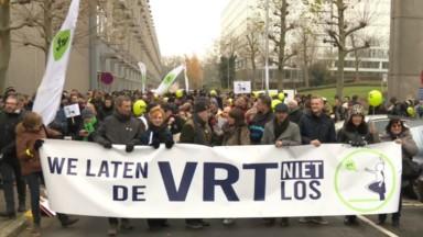 Le personnel de la VRT défile contre les économies prévues par le gouvernement flamand