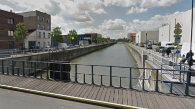 Anderlecht : les pompiers extraient du canal un sexagénaire en hypothermie