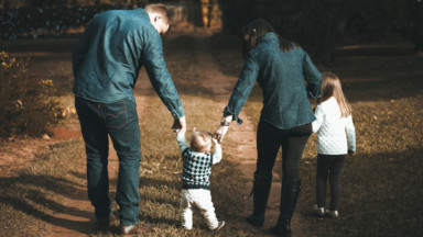 Le moral des jeunes parents bruxellois en baisse