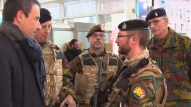 Philippe Goffin à la rencontre des militaires déployés en rue et à l'aéroport de Zaventem